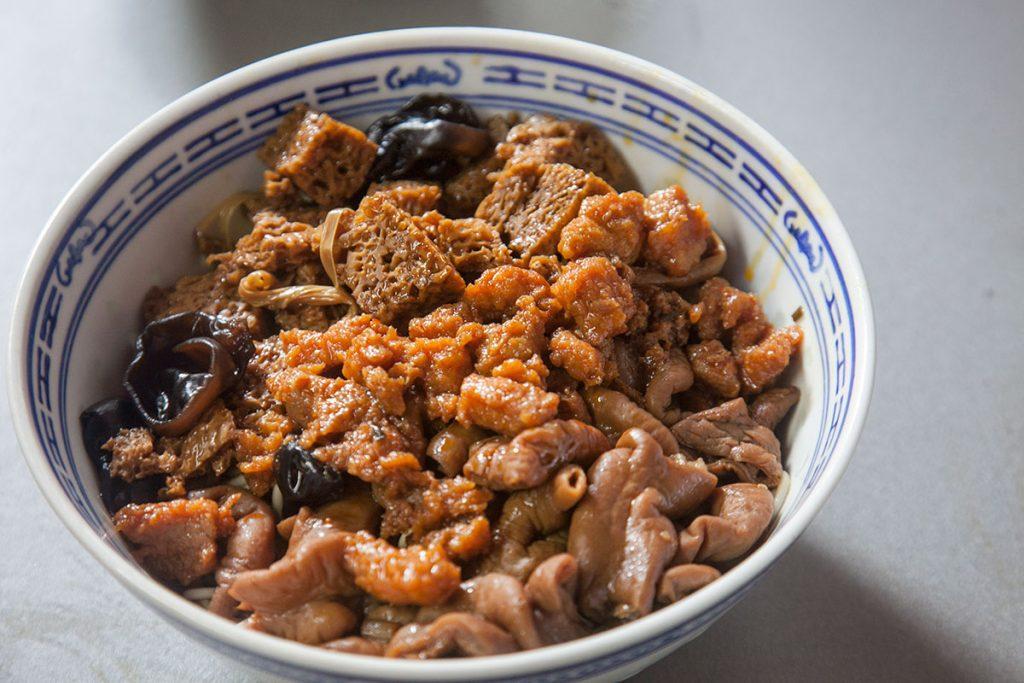 Noodles in Shanghai: large intestine noodles at Da Chang Mian (Photo by Rachel Gouk)