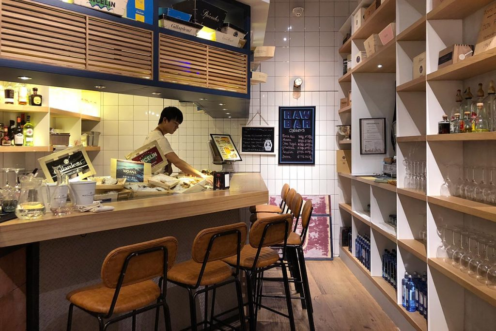 Mercado 505 is a deli, grocer, restaurant, and bar in Shanghai that serves a mainly Spanish menu and premium foods. (Photo by Rachel Gouk)