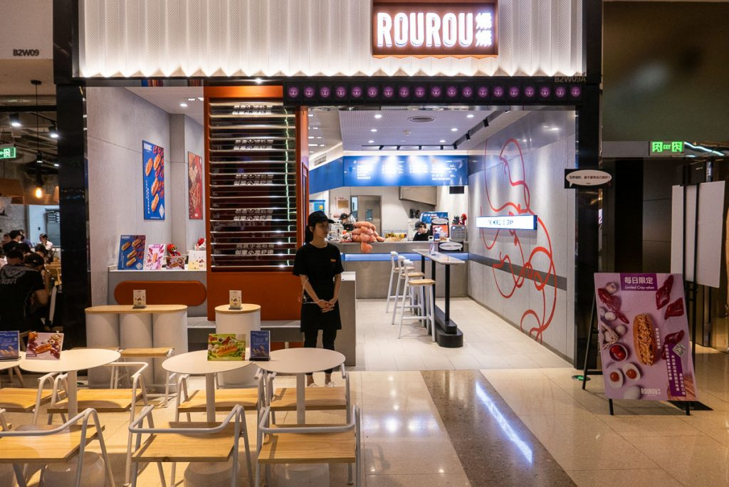 ROUROU, a fast food shop in Xintiandi serving crayfish rolls. Photo by Rachel Gouk.