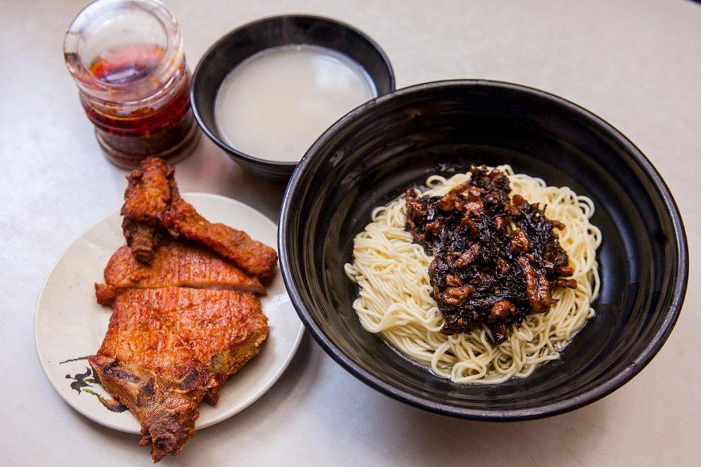 Noodles in Shanghai: Ding Te Le (Photo by Rachel Gouk)