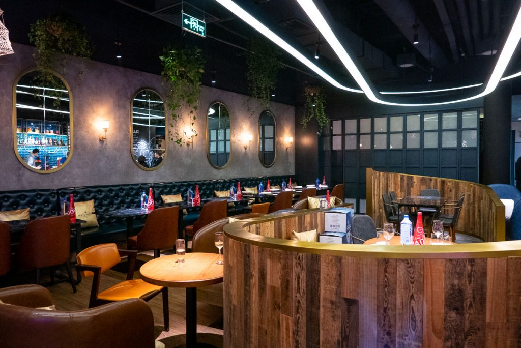 Best oyster deals in Shanghai: C Pearl. Read more on Nomfluence.