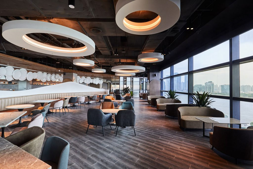 Eat n Work is a multi-purpose space by MUSE Group, including shared offices, restaurant, bar, and cafe in Lujiazui's Super Brand Mall.