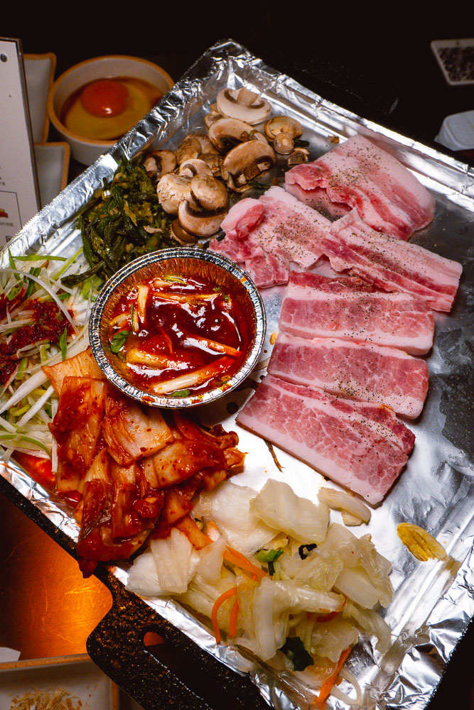 Botong Sikdang, a popular Korean restaurant in Shanghai that does grilled pork and banchan. Photo by Rachel Gouk.
