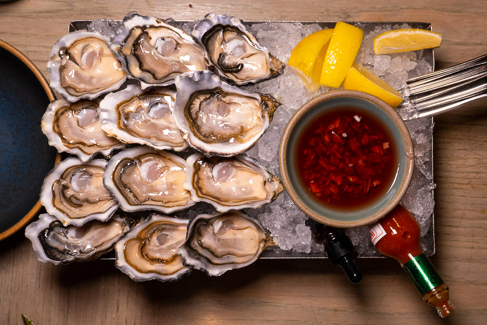 Best oyster deals in Shanghai: The Nest, gastrolounge on the Bund. Read more on Nomfluence.
