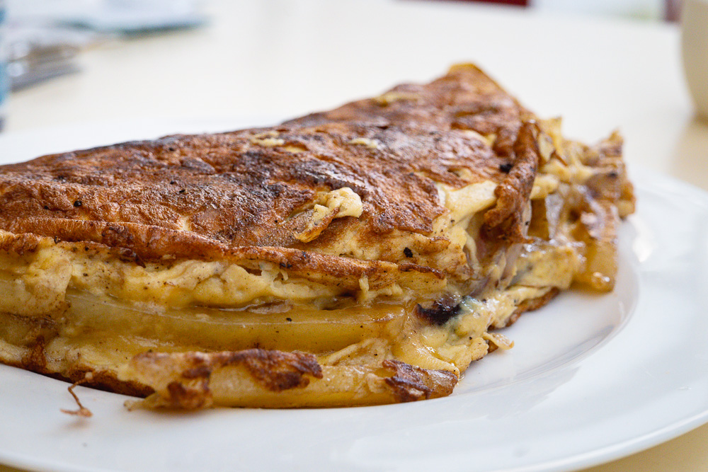 3 recipes with fromage blanc: Cheesy potato omelet. Photo by Rachel Gouk @ Nomfluence.