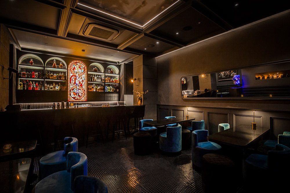 Best Bars in Shanghai: Speakeasy bar The Broken Dagger. Photo by Rachel Gouk @ Nomfluence.
