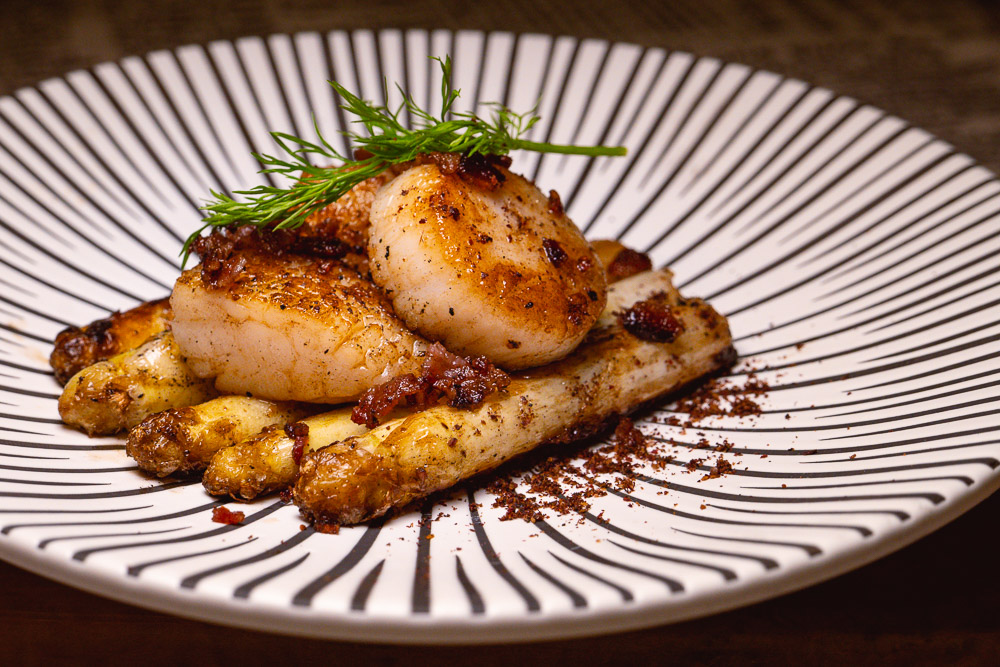 Pan-seared scallops with white asparagus. Products from acornfresh.  Photo & Recipe by Rachel Gouk @ Nomfluence
