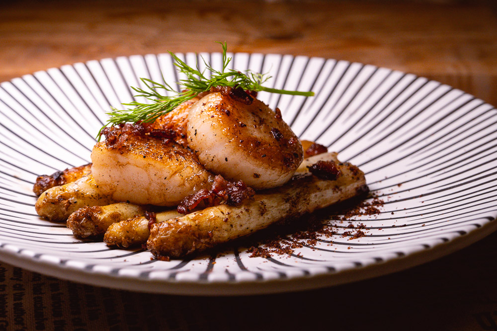 Recipes for seafood, pan-seared scallops and white asparagus. Photo & Recipe by Rachel Gouk @ Nomfluence.