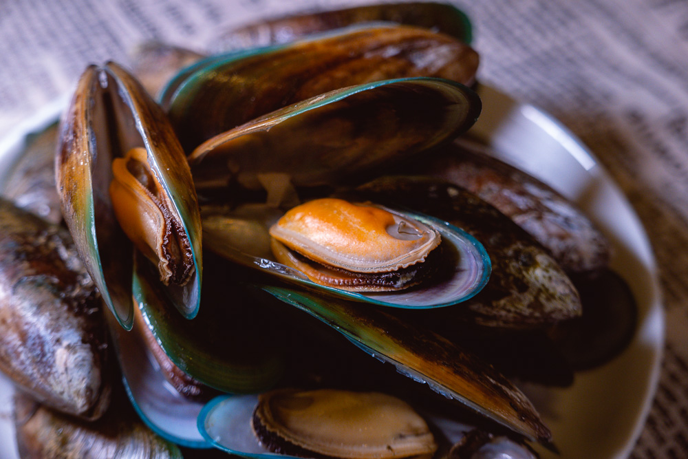 How to cook mussels. Photo & Recipe by Rachel Gouk @ Nomfluence
