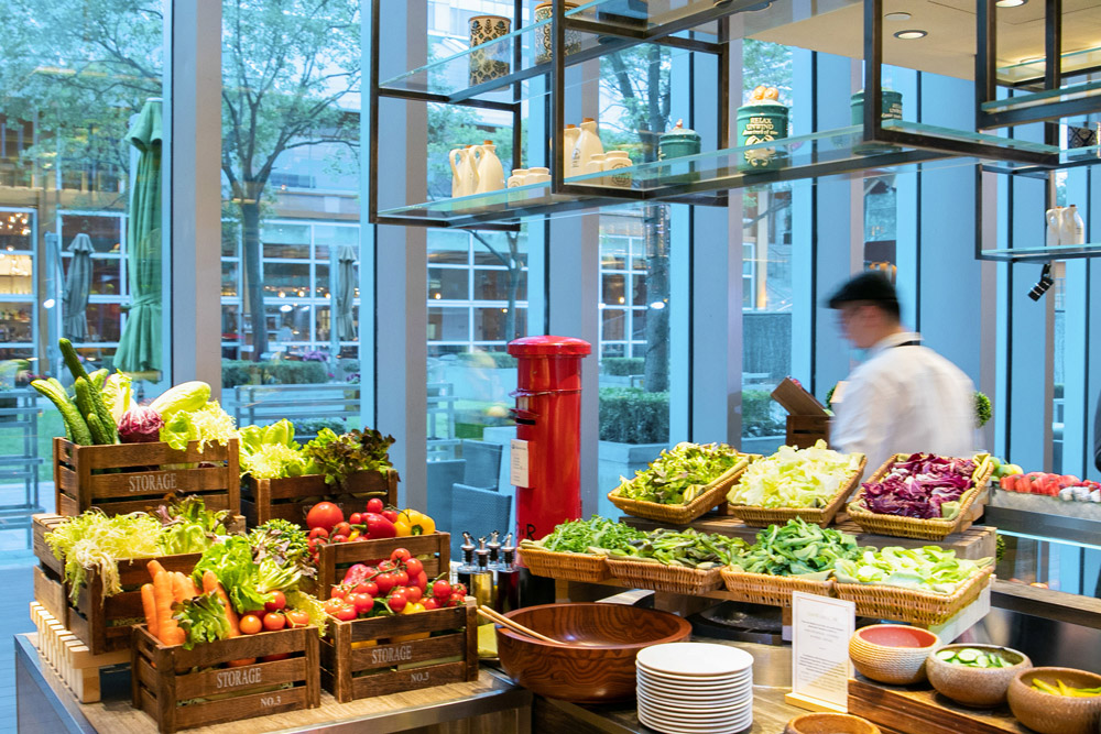 Crayfish buffet at Cafe Liang, Jing An Shangri-La West Shanghai.