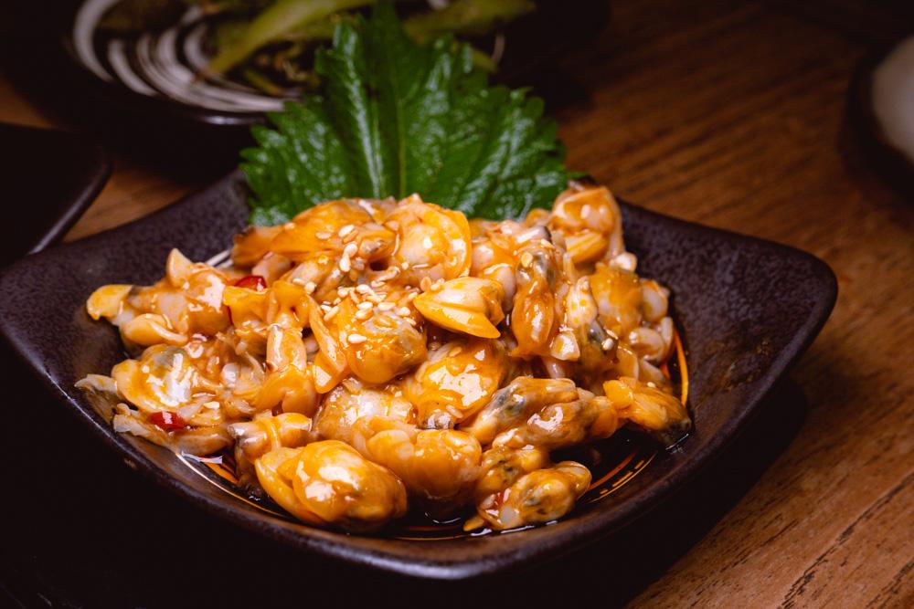 Spicy clams at Yakingtori, a Japanese restaurant in Shanghai that does yakitori. Photo by Rachel Gouk @ Nomfluence.