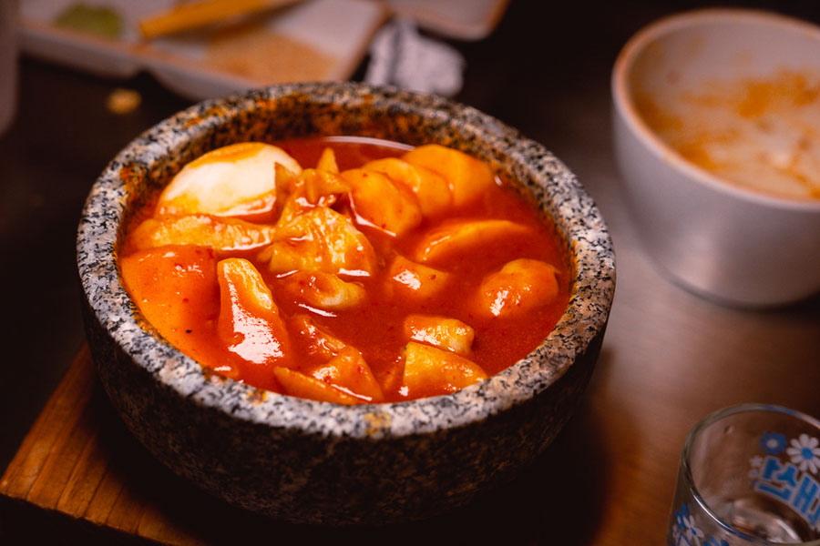 Tteokbokki at Botong Sikdang (JIng'an), a Korean restaurant in Shanghai that specializes in grilled pork and banchan. Photo by Rachel Gouk @ Nomfluence.