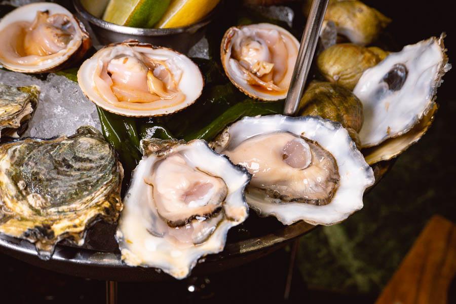 Fresh oysters at Mr & Mrs Bund. Photo by Rachel Gouk @ Nomfluence.