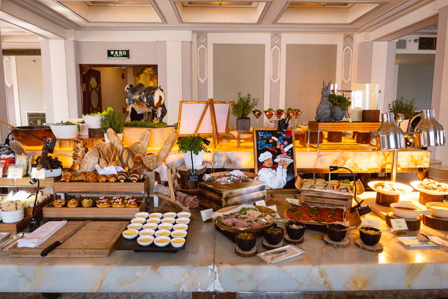 Sunday Brunch in Shanghai: The Cathay Room, Peace Hotel. Photo by Rachel Gouk @ Nomfluence.