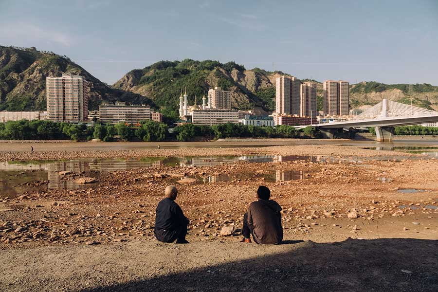 Yellow River, Lanzhou. Interview with Shanghai-based known food writer Christopher St. Cavish. @ Nomfluence.