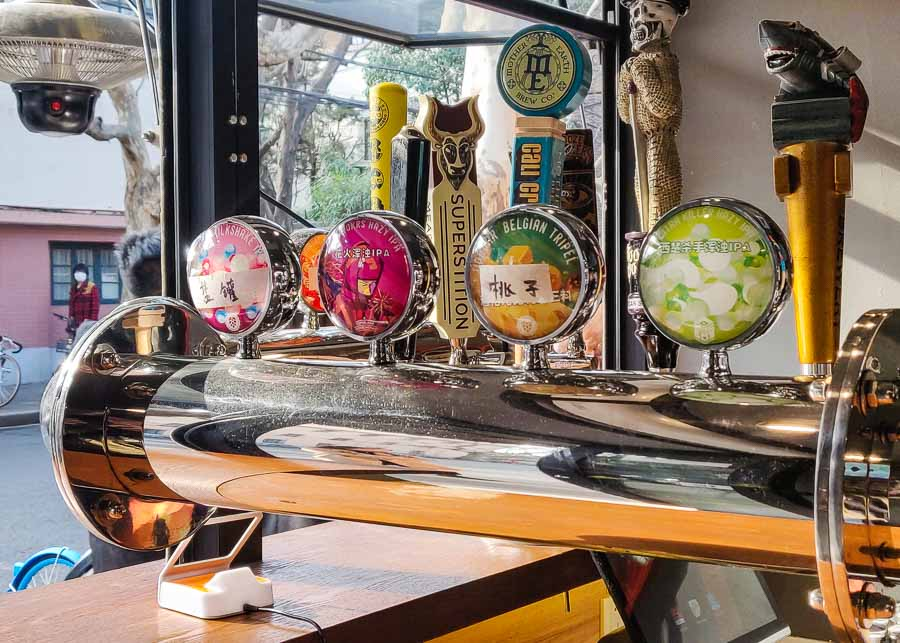 8 Pints is an Anhui brewery's streetside craft beer bar with cheap tap beer in Shanghai.