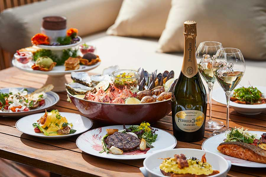 Free-flow champagne brunch at Mandarin Oriental Shanghai.