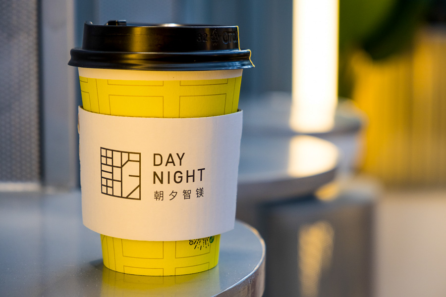 Day night cafe. Cafes and coffee shops in Shanghai. Photo by Rachel Gouk @ Nomfluence.
